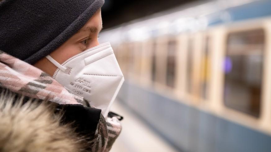 """Epidemiologe Markus Scholz hält FFP2-Maskenpflicht für """"kaum praktikabel"""""""