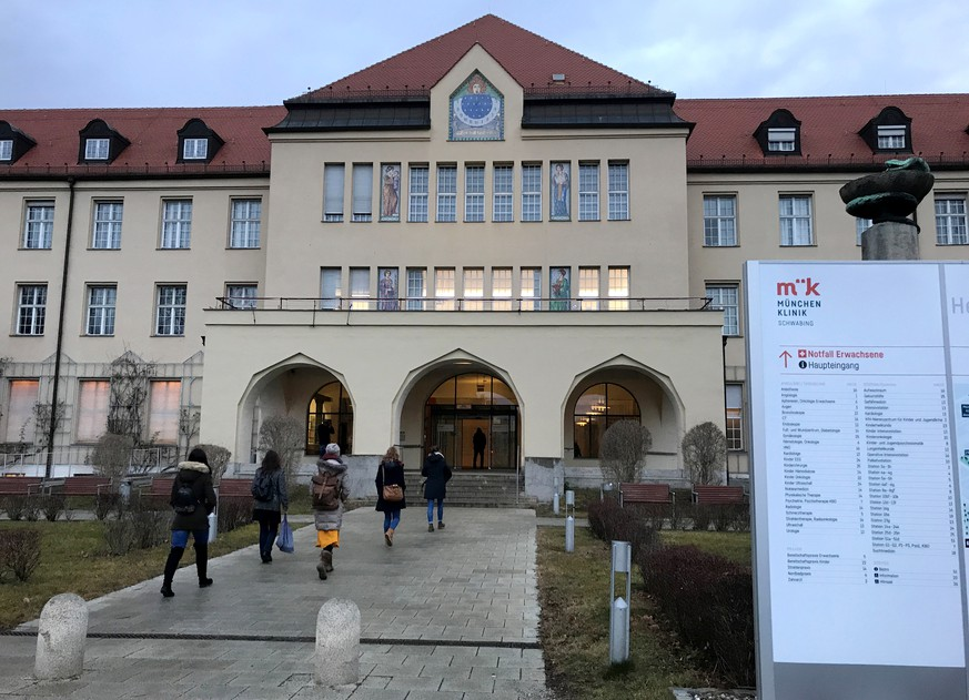 People walk towards the main entrance of Klinikum Schwabing, after Germany has declared its first confirmed case of the deadly coronavirus that broke out in China, in Munich, Germany January 28, 2020.    REUTERS/Ayhan Uyanik