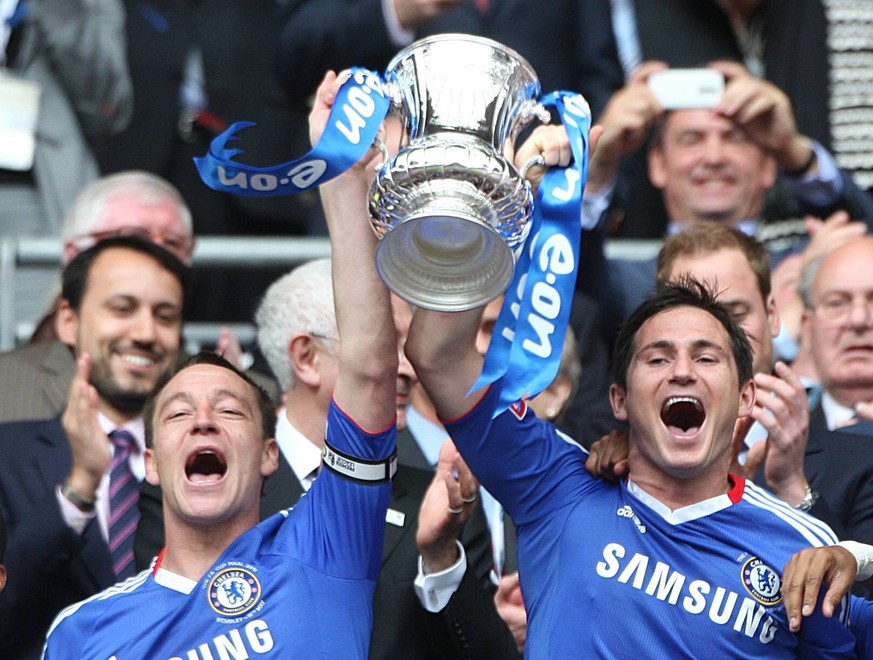File photo dated 15-05-2010 of Chelsea s John Terry (left) and Frank Lampard (right) celebrate with the FA Cup Trophy John Terry Highs and Lows  PUBLICATIONxINxGERxSUIxAUTxONLY Copyright: xNickxPottsx 31330122