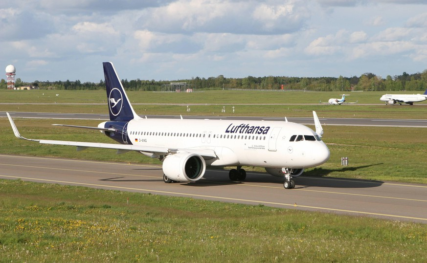 2020-05-22 Vilnius Lithuania. Lufthansa Airbus 320 neo taxiing for take off regular passenger flight to Frankfurt on Friday 22 of May 2020. Vilnius Lithuania PUBLICATIONxNOTxINxESTxLATxLTU Copyright: xDariusxMataitisx aviation passenger flight