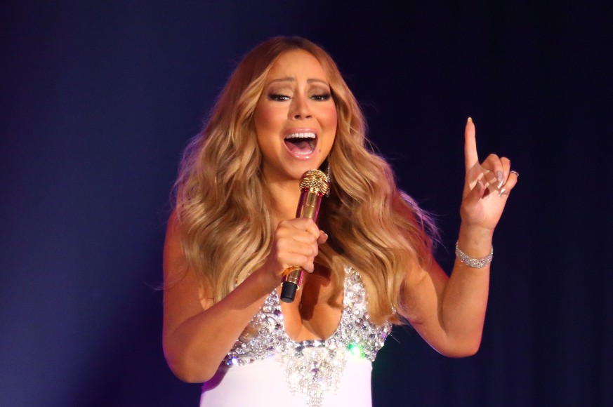 MELBOURNE, AUSTRALIA - DECEMBER 31:  Mariah Carey performs at Crown Casino's New Year's Eve Party at Crown Palladium on December 31, 2015 in Melbourne, Australia.  (Photo by Scott Barbour/Getty Images)