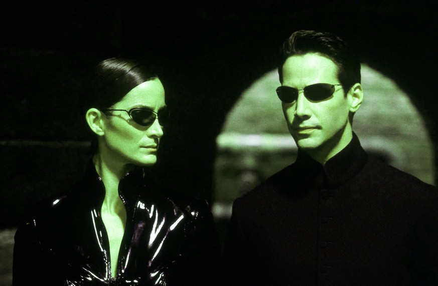 MATRIX - RELOADED / Matrix Reloaded USA 2002 / Larry & Andy Wachowski Trinity (CARRIE-ANNE MOSS), Neo (KEANU REEVES) Regie: Larry & Andy Wachowski aka. Matrix Reloaded / MATRIX - RELOADED USA 2002 Copyright: KPA !AUFNAHMEDATUM GESCHÄTZT! Nur redaktionelle Nutzung im Zusammenhang mit dem Film. Editorial usage only and only related to the movie. Im Falle anderer Verwendungen, kontaktieren Sie uns bitte. For other uses, please contact us. UnitedArchives00658426
