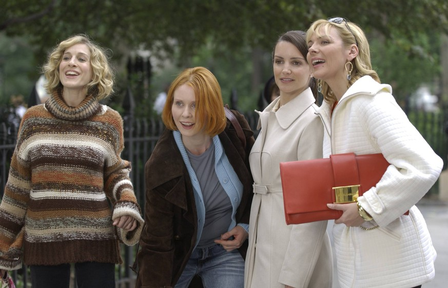 ***FILE PHOTO*** ***CYNTHIA NIXON ANNOUNCES BID TO RUN FOR GOVERNOR OF NY*** Sarah Jessica Parker, Cynthia Nixon, Kristin Davis and Kim Cattrall on the set of Sex and the City currently filming in New York City May 28. 2002 RTDavila / MediaPunch PUBLICATIONxINxGERxSUIxAUTxONLY Copyright: xRTDavila/MediaPunchx
