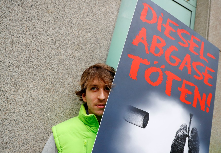 An environmental activist protests in front of a court before a court hearing on case seeking diesel cars ban in Berlin, Germany, October 9, 2018. The sign reads 'Diesel exhaust gases kill.'     REUTERS/Fabrizio Bensch