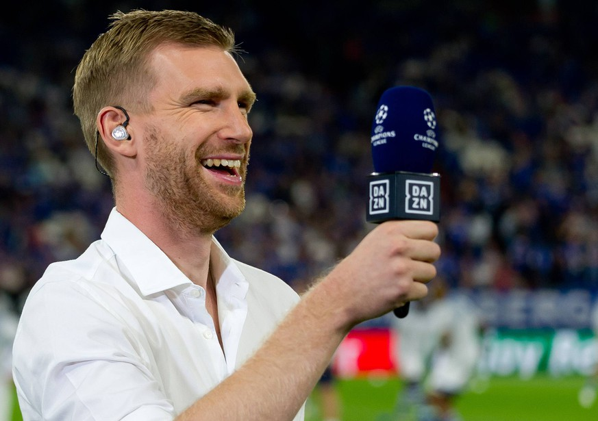Gelsenkirchen, Germany 18.09.2018, UEFA Champions League - 2018/19 Season, Gruppenphase - Gruppe D - 1. Spieltag, FC Schalke 04 - FC Porto, Per Mertesacker schaut ( DeFodi053 *** Gelsenkirchen Germany 18 09 2018 UEFA Champions League 2018 19 Season Group Stage Group D 1 Gameday FC Schalke 04 FC Porto Per Mertesacker are watching DeFodi053