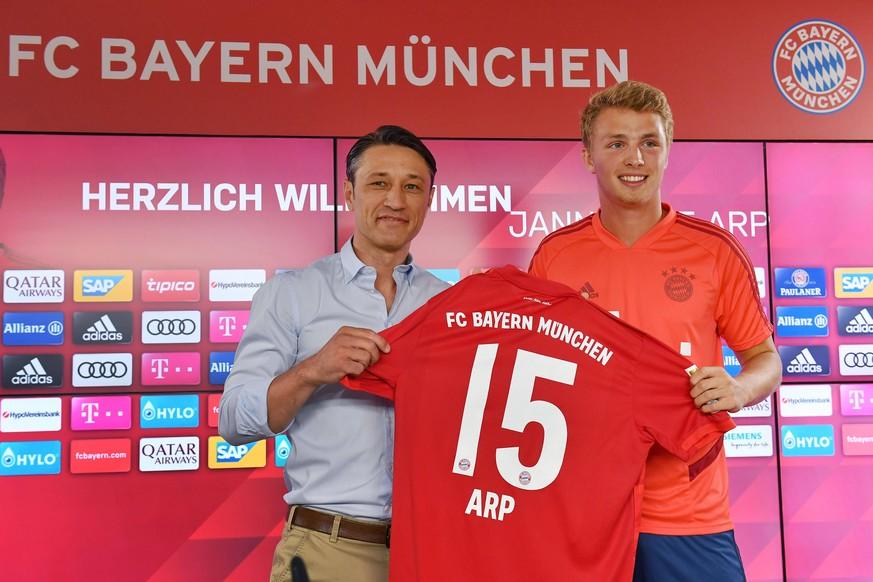 """FC Bayern stellt Fiete Arp vor – der haut sofort lustigen Spruch übers """"Bayerische"""" raus"""