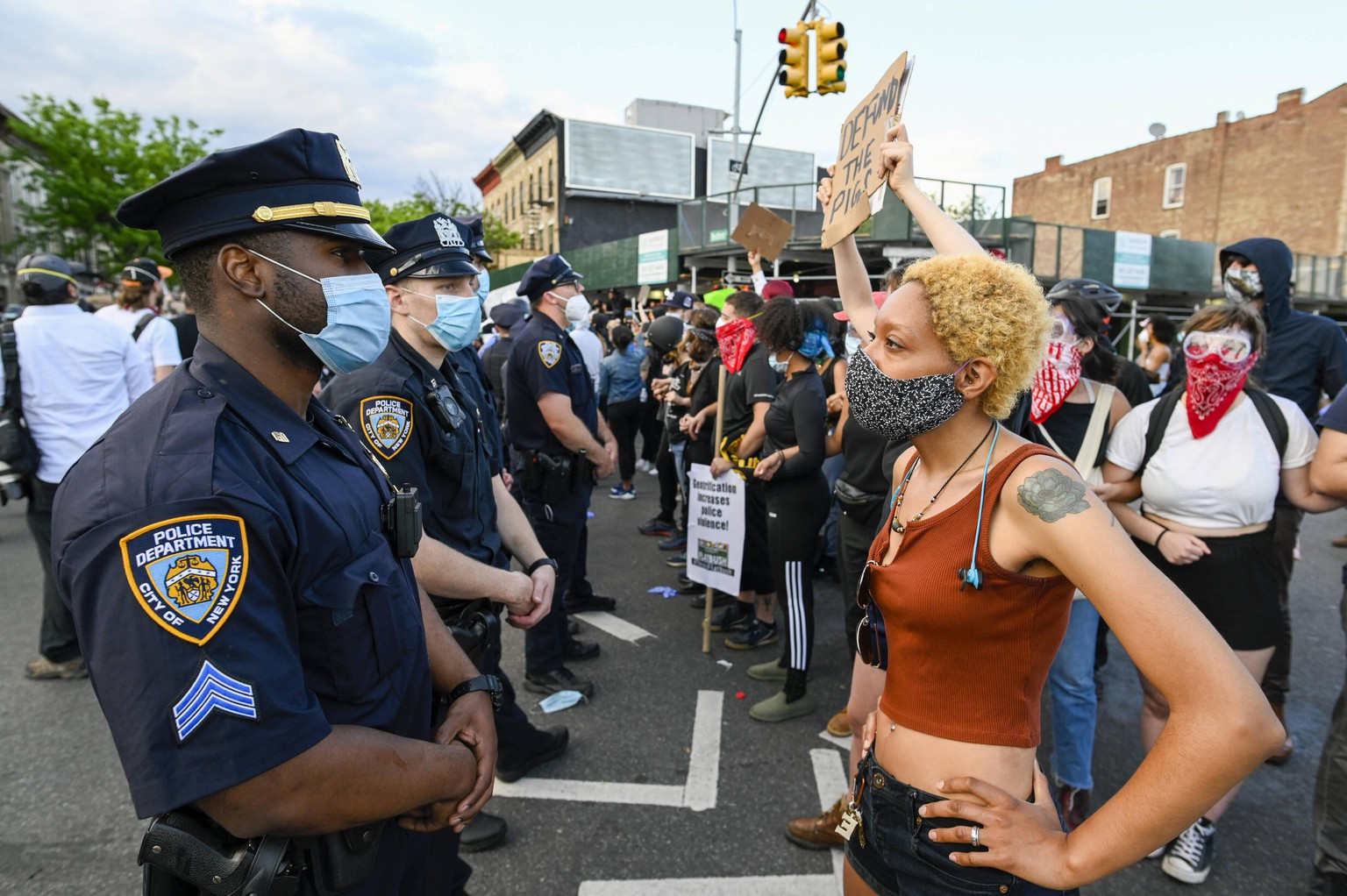 A protester faces police when Black Lives Matter protesters clash with NYPD officers as protests continue over the death of George Floyd at the hands of the Minneapolis police, in New York City on Saturday, May 30, 2020. Former Minneapolis police officer Derek Chauvin was arrested Friday days after video circulated of him holding his knee to George Floyd s neck for more than eight minutes before Floyd died. All four officers involved in the incident also have been fired from the Minneapolis Police Department. PUBLICATIONxINxGERxSUIxAUTxHUNxONLY NYP20200530515 COREYxSIPKIN