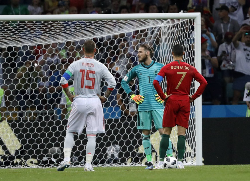 Partido del Mundial de Rusia 2018 entre Portugal y Espana. En la imagen, Cristiano Ronaldo, De Gea y Sergio Ramos. 2018 FIFA World Cup WM Weltmeisterschaft Fussball Russia match between Spain and Russia. In this picture, Cristiano Ronaldo, De Gea and Sergio Ramos. PUBLICATIONxINxGERxAUTxHUNxONLY