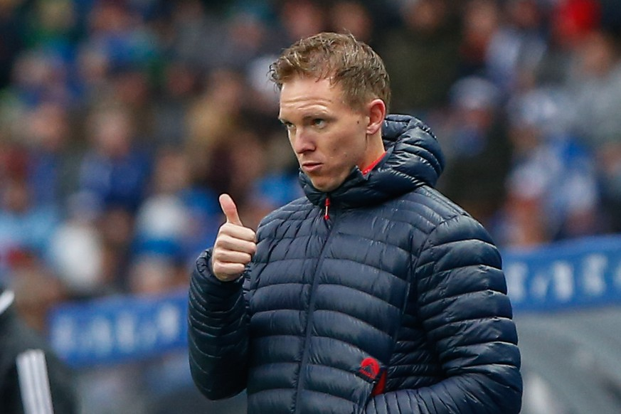 09.11.2019, xtgx, Fussball 1.Bundesliga, Hertha BSC Berlin - RB Leipzig emspor, v.l. Julian Nagelsmann Leipzig, Trainer gibt Anweisungen, gestikuliert mit den Armen, gesticulate, gives instructions, daumen hoch DFL/DFB REGULATIONS PROHIBIT ANY USE OF PHOTOGRAPHS as IMAGE SEQUENCES and/or QUASI-VIDEO Berlin *** 09 11 2019, xtgx, Football 1 Bundesliga, Hertha BSC Berlin RB Leipzig emspor, v l Julian Nagelsmann Leipzig, coach gives instructions, gesticulates with arms, gesticulate, gives instructions, thumbs up DFL DFB REGULATIONS PROHIBIT ANY USE OF PHOTOGRAPHS as IMAGE SEQUENCES and or QUASI VIDEO Berlin