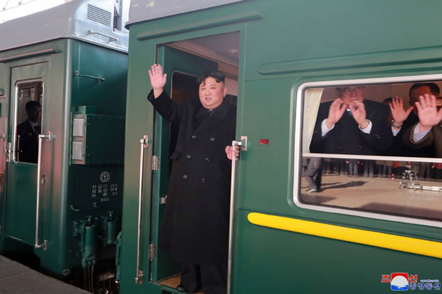 News Bilder des Tages This image released on February 23, 2019, by the North Korean Official News Service (KCNA), shows North Korean leader Kim Jong Un as he departed by train en route to his second summit with U.S. President Donald Trump in Hanoi, Vietnam. Kim will travel more than 2,800 miles by train to the Vietnamese border city of Dang Dong before reportedly embarking on the final leg of the journey to Hanoi, by car. PUBLICATIONxINxGERxSUIxAUTxHUNxONLY WAX2019022301 KCNA