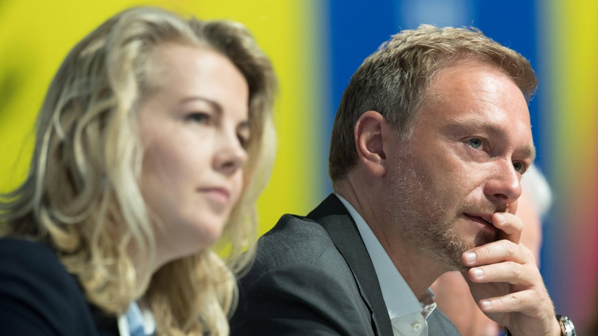 Generalsekretaerin Linda TEUTEBERG und Bundesvorsitzender Christian LINDNER 70. Ordentlicher Bundesparteitag der FDP in der STATION Berlin, Deutschland am 28.04.2019. *** Secretary General Linda TEUTEBERG and Federal Chairman Christian LINDNER 70 Ordinary Federal Party Congress of the FDP in the STATION Berlin Germany on 28 04 2019