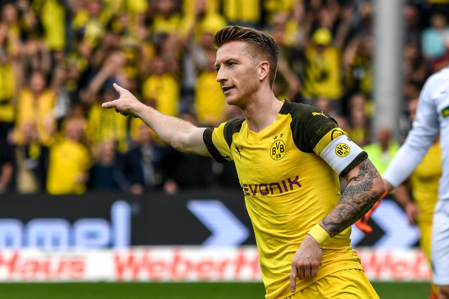 Fussball Bundesliga - 18/19 - SC Freiburg vs. Borussia Dortmund - 21-04-2019 Marco Reus (Borussia Dortmund 11) beim Torjubel, beim Fussball Bundesliga Spiel zwischen dem SC Freiburg und Borussia Dortmund, am Sonntag, den 21. April 2019 im Schwarzwald-Stadion in Freiburg im Breisgau. DFL REGULATIONS PROHIBIT ANY USE OF PHOTOGRAPHS AS IMAGE SEQUENCES AND/OR QUASI-VIDEO. *** Soccer Bundesliga 18 19 SC Freiburg vs. Borussia Dortmund 21 04 2019 Marco Reus Borussia Dortmund 11 at the goal celebration at the soccer Bundesliga match between SC Freiburg and Borussia Dortmund on Sunday 21 April 2019 at the Black Forest Stadium in Freiburg im Breisgau DFL REGULATIONS PROHIBIT ANY USE OF PHOTOGRAPHS AS IMAGE SEQUENCES AND OR QUASI VIDEO xGRGx
