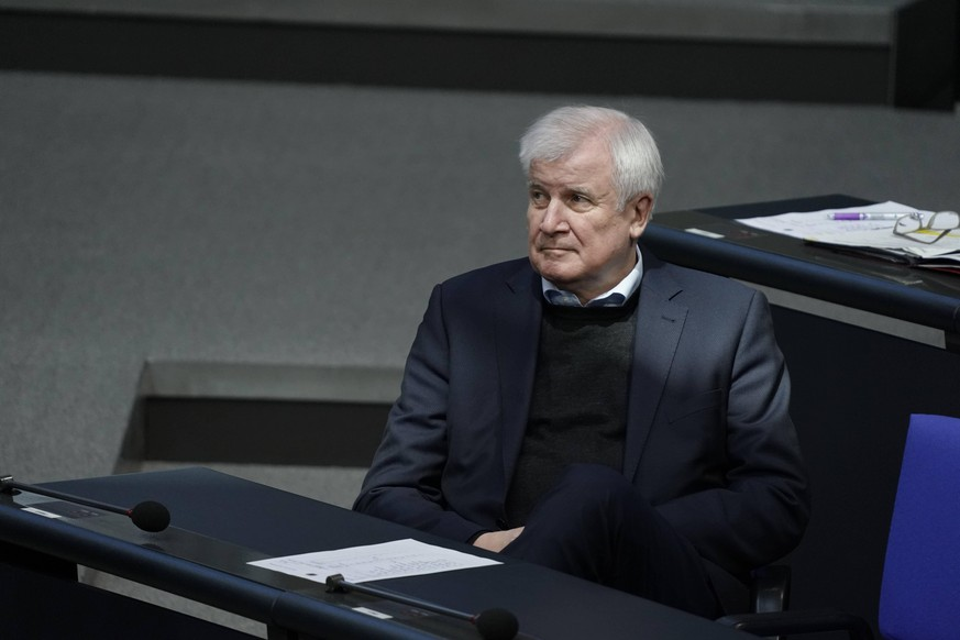 Deutscher Bundestag 196. Sitzung Plenum und Debatte Aktuell, 27.11.2020, Berlin, Horst Seehofer der Bundesminister des Innern, fuer Bau und Heimat auf der Regierungsbank bei Debatte zum Thema Rassismus bei der 196. Sitzung des Deutschen Bundestag in Berlin Berlin Berlin Deutschland *** German Bundestag 196 Session Plenary and Debate Current Affairs, 27 11 2020, Berlin, Horst Seehofer the Federal Minister of the Interior, for Building and Homeland on the government bench during debate on racism at the 196 session of the German Bundestag in Berlin Berlin Germany