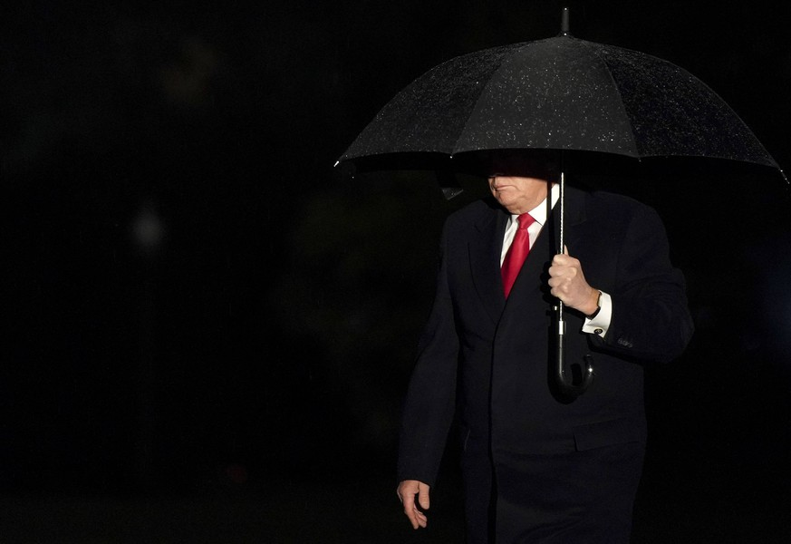 President Donald Trump arrives at the White House in Washington, DC on April 27, 2019, after speaking at a rally in Green Bay, Wisconsin. PUBLICATIONxINxGERxSUIxAUTxHUNxONLY WAX20190427202 LEIGHxVOGEL