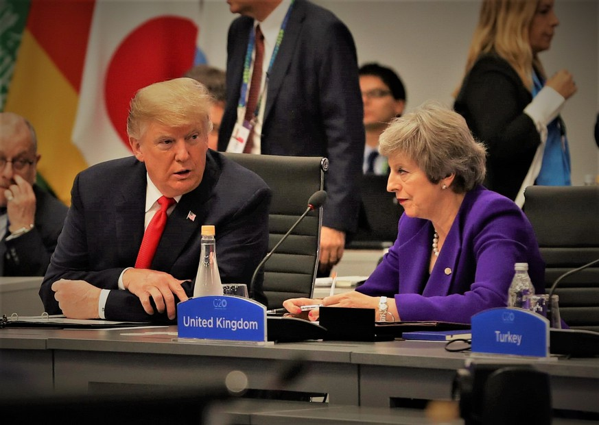 US President Donald Trump (L) talks to British Prime Minister Theresa May (R) during a plenary session of the G20 Summit in Buenos Aires, Argentina, 30 November 2018. The G20 Summit brings together the heads of State and Government of the 20 largest economies and takes place from 30 November to 01 December 2018. G20 Summit in Buenos Aires !ACHTUNG: NUR REDAKTIONELLE NUTZUNG! PUBLICATIONxINxGERxSUIxAUTxONLY Copyright: xBallesterosx AME3151 20181130-636792013312476940