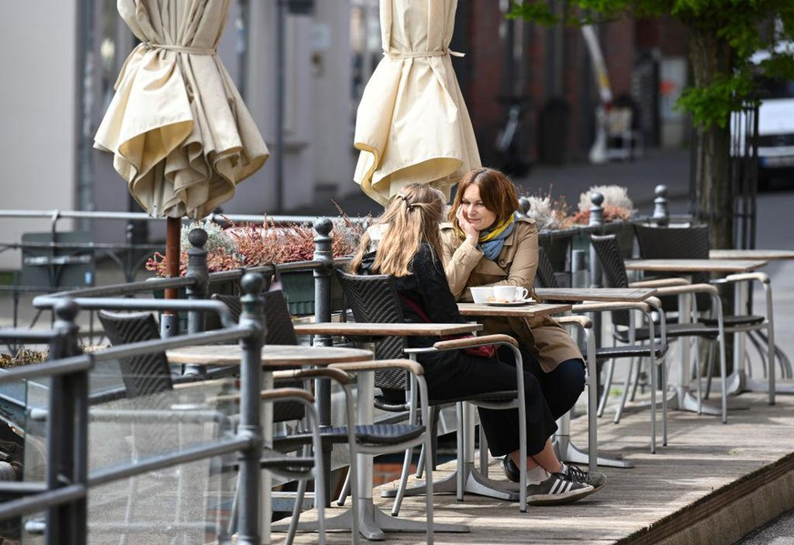 LUNEBURG, GERMANY - MAY 11: People sit outdoors at a cafe on the first day restaurants and cafes have been allowed to reopen since March in the state of Lower Saxony on May 11, 2020 in Luneburg, Germany. Local governments nationwide are following their own timetables in letting restaurants and cafes reopen this week. The effort is part of a careful easing of restrictions as German authorities seek to raise economic activity while still monitoring the rates of coronavirus infection. (Photo by Stuart Franklin/Getty Images)
