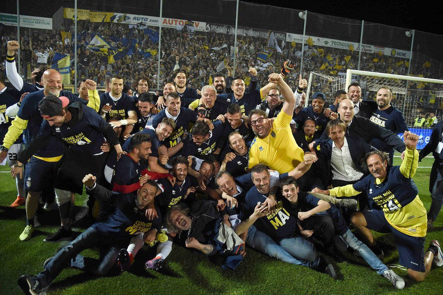 "Photo LaPresse - Tano Pecoraro 18 May 2018 City La Spezia - (Italy) Soccer Spezia vs Parma Italian Football Championship League ConTe.it 2017/2018 - ""Alberto Picco"" Stadium in the pic: Parma players celebrate League A reach Foto LaPresse - Tano Pecoraro 18 05 2018 La Spezia - (Italia) Sport Calcio Spezia vs Parma Campionato di Calcio Serie B ConTe.it 2017/2018 - Stadio ""Alberto Picco"" nella foto: il parma festeggia la promozione in serie a Photo LaPresse - Tano Pecoraro 18 May 2018 City La Spezia - (Italy) Sport Soccer Spezia vs Parma Italian Football Championship League ConTe.it 2017/2018 - ""Alberto Picco"" Stadium in the pic: Parma players celebrate League A reach Foto LaPresse - Tano Pecoraro 18 05 2018 La Spezia - (Italia) Sport Calcio Spezia vs Parma Campionato di Calcio Serie B ConTe.it 2017/2018 - Stadio ""Alberto Picco"" nella foto: il parma festeggia la promozione in serie a Photo LaPresse - Tano Pecoraro 18 May 2018 City La Spezia - (Italy) Sport Soccer Spezia vs Parma Italian Football Championship League ConTe.it 2017/2018 - ""Alberto Picco"" Stadium in the pic: il parma festeggia la promozione in serie a PUBLICATIONxINxGERxSUIxAUTxONLY Copyright: xTanoxPecoraro/LaPresse LaPresse/x"