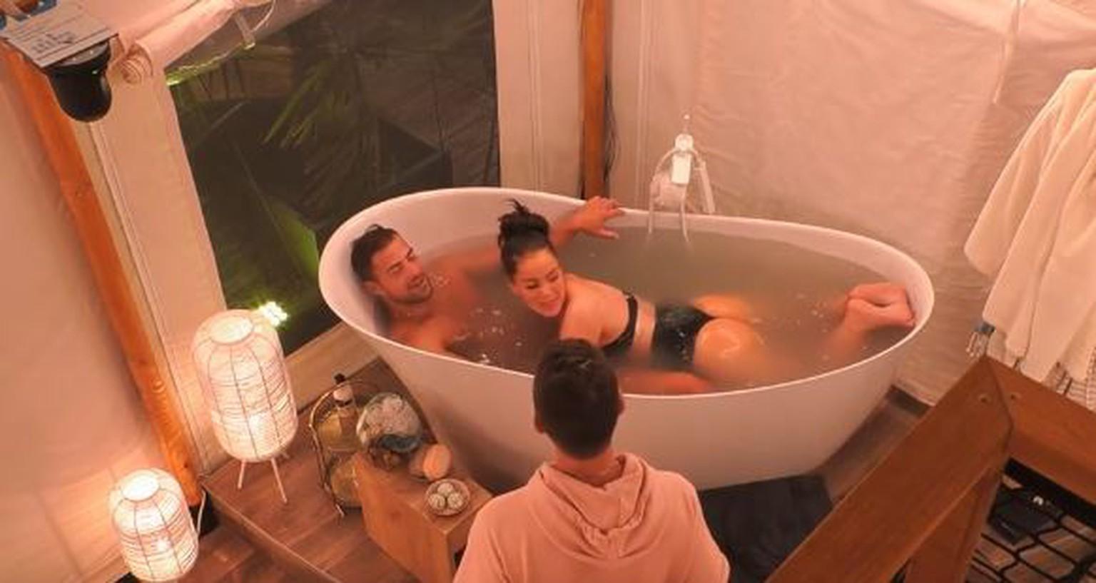 Sex badewanne Familie Badewanne