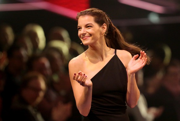 BERLIN, GERMANY - DECEMBER 17:  Yvonne Catterfeld applauds during the 'The Voice of Germany' finals at Studio Berlin Adlershof on December 17, 2017 in Berlin, Germany.  (Photo by Adam Berry/Getty Images)