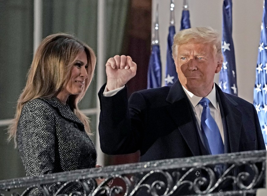 October 26, 2020, Washington, District of Columbia, USA: United States President Donald J. Trump gestures to guests as he and First lady Melania Trump return to the Residence following the ceremony where Justice Amy Coney Barrett took the oath of office to be Associate Justice of the Supreme Court on the Blue Room Balcony of the White House in Washington, DC, US, October 26, 2020 Washington USA - ZUMAs152 20201026_zaa_s152_145 Copyright: xKenxCedenox