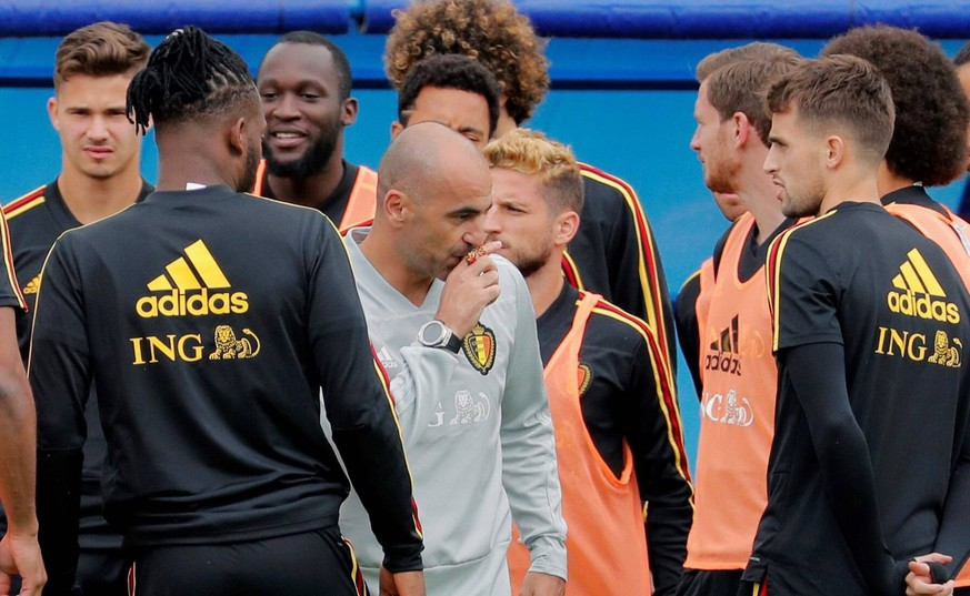 Belgium s head coach, Roberto Martinez (C), speaks with his players during a training session held at Guchkovo Stadium, Moscow, Russia, 09 July 2018. Belgium will face France in a semi final match of the FIFA World Cup WM Weltmeisterschaft Fussball 2018 Russia on 10 July. Training session of Belgium !ACHTUNG: NUR REDAKTIONELLE NUTZUNG! PUBLICATIONxINxGERxSUIxAUTxONLY Copyright: xLavandeiraxjrx MUN641 20180709-636667332865599163