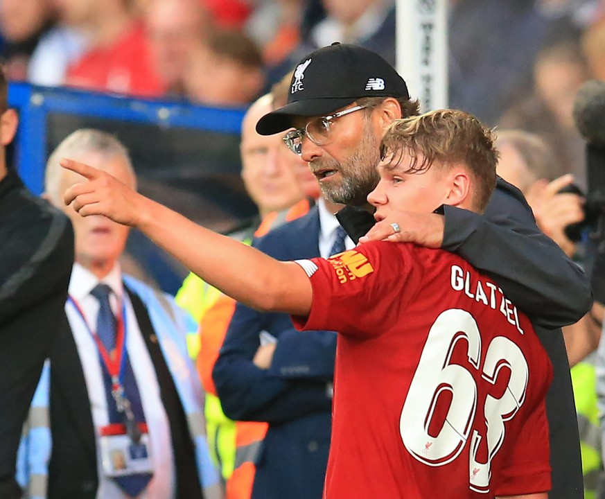 11th July 2019 Prenton Park, Tranmere, England Pre-season friendly football, Tranmere versus Liverpool Paul Glatzel of Liverpool is consoled by manager Jurgen Klopp after sustaining an injury during his second half appearance PUBLICATIONxINxGERxSUIxAUTxHUNxSWExNORxDENxFINxONLY ActionPlus12153005 DavidxBlunsden