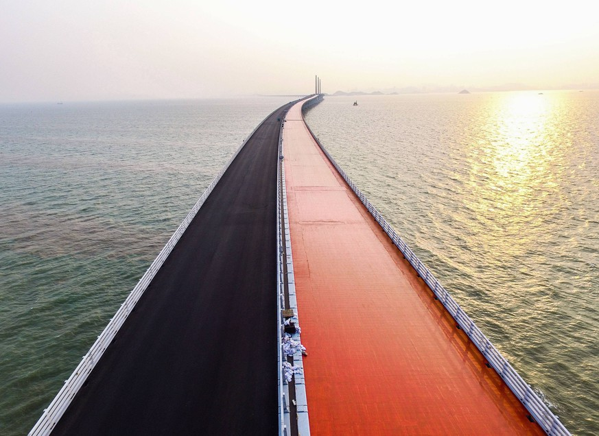 (181022) -- ZHUHAI, Oct. 22, 2018 -- Photo taken on April 29, 2017 shows the bridge floor of the Hong Kong-Zhuhai-Macao Bridge under construction in the Lingdingyang waters, south China. The Hong Kong-Zhuhai-Macao Bridge is to be officially open to traffic at 9 a.m. on Oct. 24. The 55-kilometer-long bridge, situated in the Lingdingyang waters of the Pearl River Estuary, will be the world s longest sea bridge. The construction began on Dec. 15, 2009. It will slash the travel time between Hong Kong and Zhuhai from three hours to just 30 minutes, further integrating the cities in the Pearl River Delta. ) (zyd) CHINA-HONG KONG-ZHUHAI-MACAO BRIDGE-CONSTRUCTION (CN) LiuxDawei PUBLICATIONxNOTxINxCHN