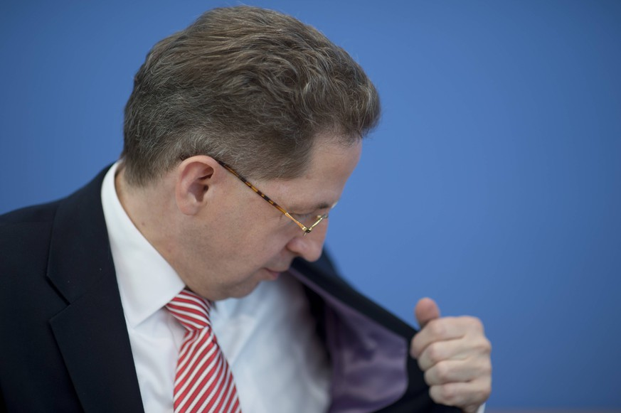 Hans-Georg Maassen DEU, Deutschland, Germany, Berlin, 30.06.2015 Hans-Georg Maassen, Praesident Bundesamt fuer Verfassungsschutz BfV, waehrend der Bundespressekonferenz zum Thema Vorstellung vom Verfassungsschutzbericht 2014 in Berlin. Hans-Georg Maassen, president of the intellingence service Verfassungsschutz, during a press call in Berlin