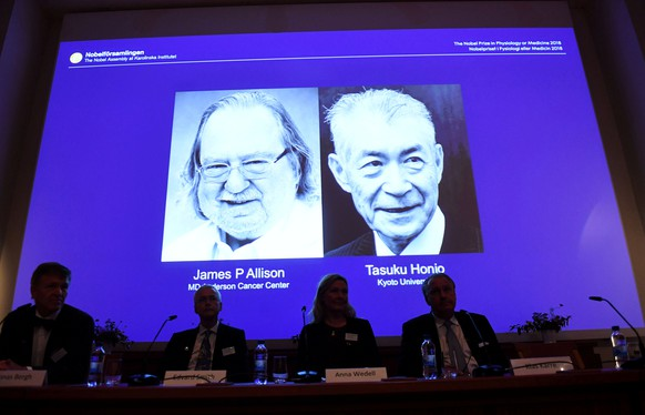 The Nobel Prize laureates for Medicine or Physiology 2018 are James P. Allison, U.S. and Tasuku Honjo, Japan presented at the Karolinska Institute in Stockholm, Sweden October 1, 2018. TT News Agency/Fredrik Sandberg via REUTERS      ATTENTION EDITORS - THIS IMAGE WAS PROVIDED BY A THIRD PARTY. SWEDEN OUT. NO COMMERCIAL OR EDITORIAL SALES IN SWEDEN.