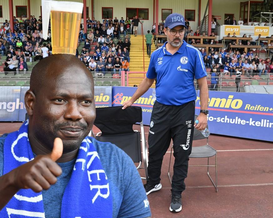 Schalke-Fan trägt wieder Bier auf dem Kopf – und stiehlt Wagner die Show
