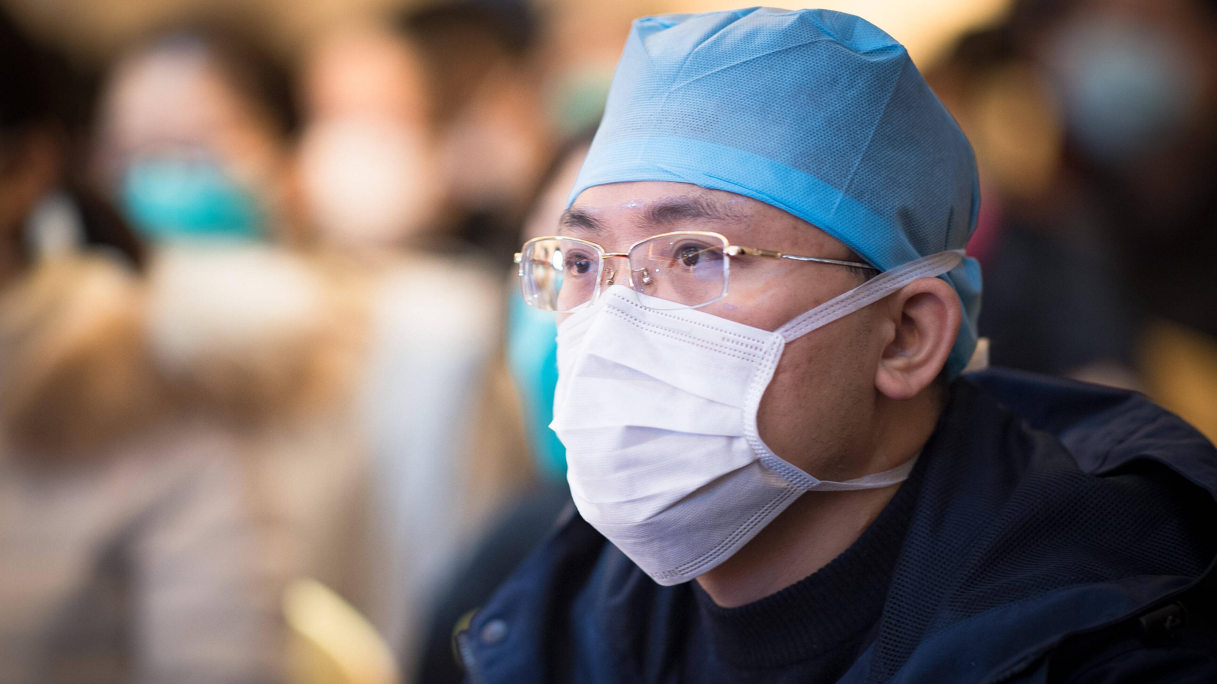 Corona-Virus: Ärzte in Wuhan müssen Windeln tragen