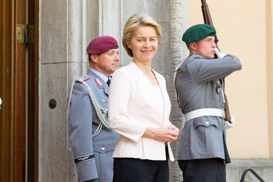 Berlin GER, Berlin, Villa Borsig - von der Leyen empfaengt Verteidigungsminister - Northern Group Ursula von der Leyen, Teilnahme Bundesministerin von der Leyen am Verteidigungsministertreffen im Format - Northern Group - , 25.06.2019, *** Berlin GER, Berlin, Villa Borsig von der Leyen receives Defence Minister Northern Group Ursula von der Leyen, Federal Minister von der Leyen attends the Defence Ministers Meeting in the Northern Group format, 25 06 2019, Copyright: xEIBNER/UwexKochx EP_EER