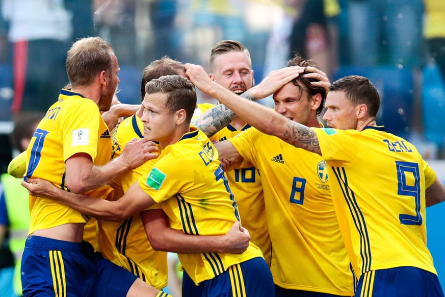 NIZHNY NOVGOROD, RUSSIA - JUNE 18, 2018: Sweden s players celebrate scoring in the 2018 FIFA World Cup WM Weltmeisterschaft Fussball Group F Round 1 football match against South Korea at Nizhny Novgorod Stadium. Denis Tyrin/TASS PUBLICATIONxINxGERxAUTxONLY TS084E8C