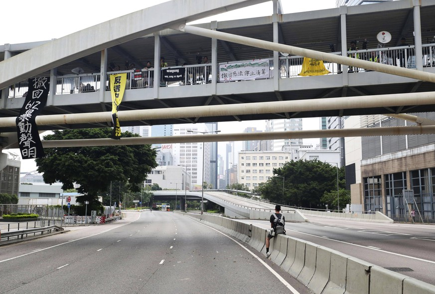 Hong Kong extradition bill protest Photo taken June 17, 2019, shows empty roads in central Hong Kong after demonstrators were cleared following a rally in which they demanded the resignation of pro-Beijing leader Carrie Lam and the withdrawal of a bill that would allow the extradition of criminal suspects to mainland China. PUBLICATIONxINxGERxSUIxAUTxHUNxONLY
