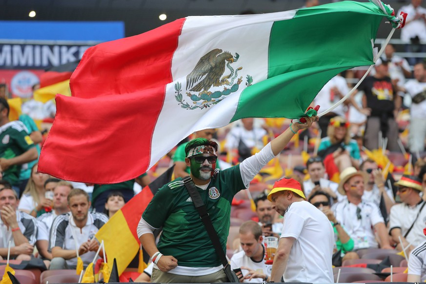 KAZAN, RUSSIA - JUNE 17: A Mexico fan waves the Mexican flag during a Group F 2018 FIFA World Cup WM Weltmeisterschaft Fussball soccer match between Germany and Mexico on June 17, 2018, at the Kazan Arena in Kazan, Russia. (Photo by Anatoliy Medved/Icon Sportswire) SOCCER: JUN 17 FIFA World Cup Group Stage - Germany v Mexico PUBLICATIONxINxGERxSUIxAUTxHUNxRUSxSWExNORxDENxONLY Icon180617105