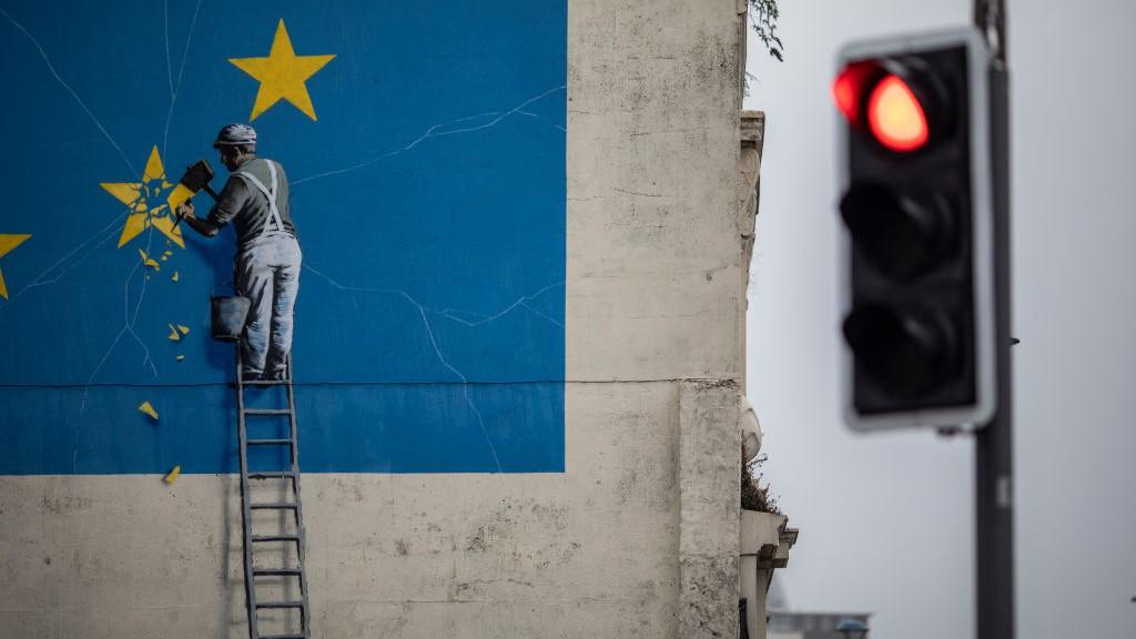 Neues Buch zeigt die Anfänge von Banksy – und den mysteriösen Künstler selbst
