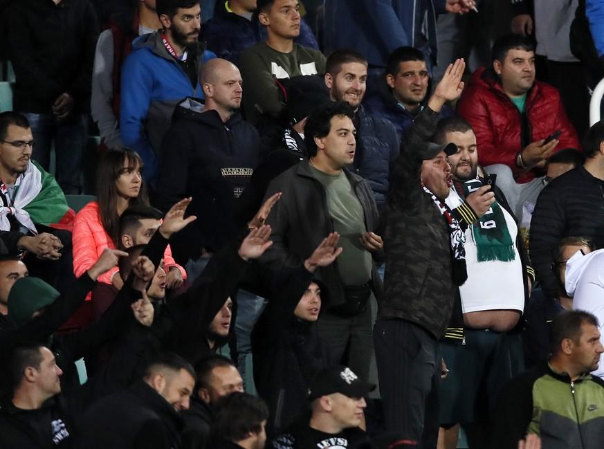 Hitlergrüße und Affenlaute: Bulgarien-Fans pöbeln gegen Englands Nationalspieler