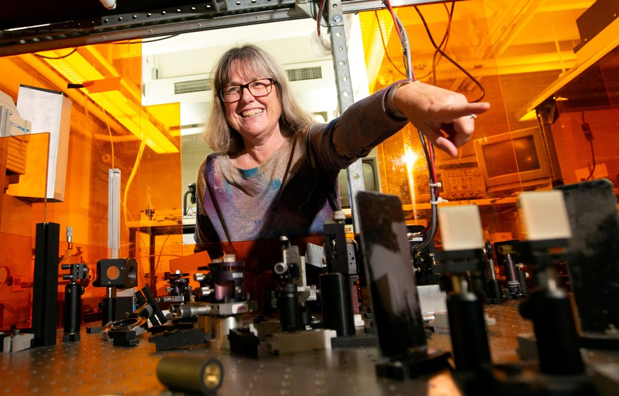 Donna Strickland, an associate professor at the University of Waterloo, is photographed in her lab following a news conference, after winning the Nobel Prize for Physics, at the university in Waterloo, Ontario, Canada October 2, 2018.  REUTERS/Peter Power      TPX IMAGES OF THE DAY