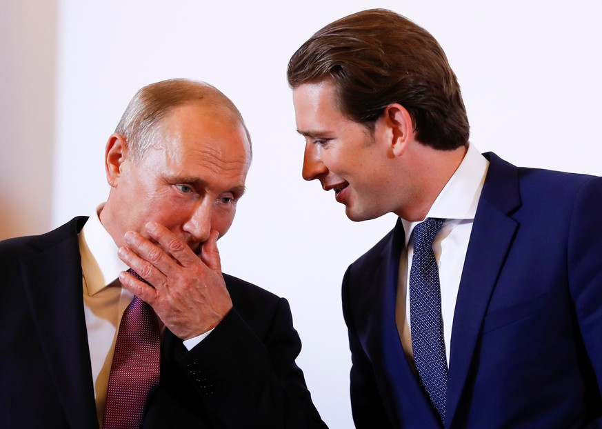 Austria's Chancellor Sebastian Kurz and Russia's President Vladimir Putin attend a news conference in Vienna, Austria June 5, 2018. REUTERS/Leonhard Foeger