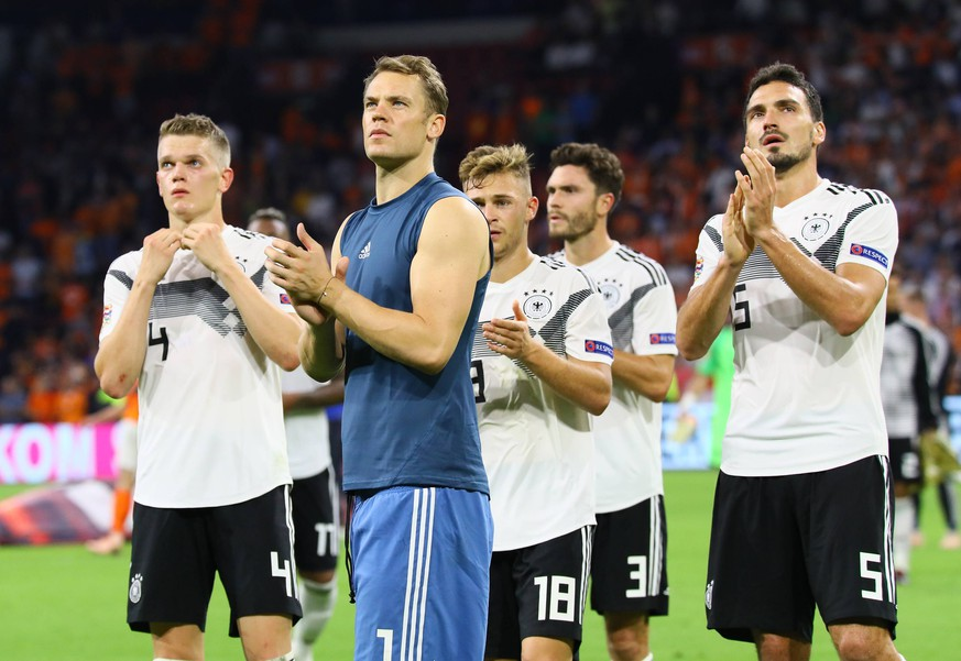 Frust bei Matthias Ginter (Deutschland Germany), Torwart Manuel Neuer (Deutschland Germany), Joshua Kimmich (Deutschland, Germany), Jonas Hector (Deutschland Germany), Mats Hummels (Deutschland Germany) nach der Niederlage - 13.10.2018: Niederlande vs. Deutschland, 3. Spieltag UEFA Nations League, Johann Cruijff Arena Amsterdam, DISCLAIMER: DFB regulations prohibit any use of photographs as image sequences and/or quasi-video. *** Frustration with Matthias Ginter Germany Germany Goalkeeper Manuel Neuer Germany Germany Joshua Kimmich Germany Germany Jonas Hector Germany Germany Mats Hummels Germany Germany after the defeat 13 10 2018 Netherlands vs Germany 3 Round of the UEFA Champions League Johann Cruijff Arena Amsterdam DISCLAIMER DFB regulations prohibit any use of photographs as image sequences and or quasi video