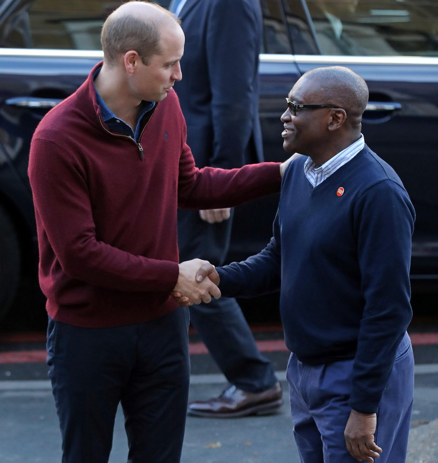 . 13/11/2019. London, United Kingdom. Britain s Prince William, Duke of Cambridge s greeted by CEO of Centrepoint, Seyi Obakin, during a visit to Centrepoint s new Apprenticeship House in London to mark the 50th anniversary of the charity PUBLICATIONxINxGERxSUIxAUTxHUNxONLY xPoolx/xi-Imagesx IIM-20412-0013