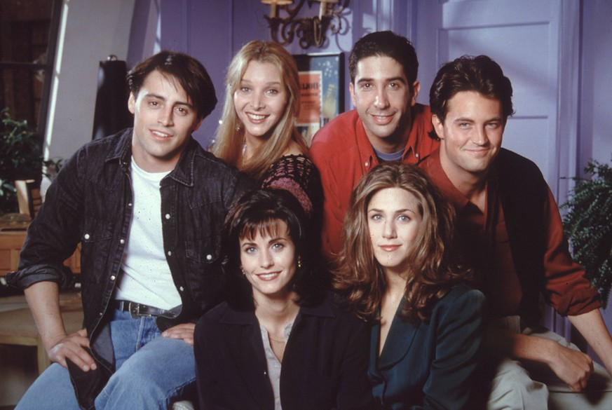 Film Still from Friends Matt LeBlanc, Lisa Kudrow, David Schwimmer, Matthew Perry, Jennifer Aniston, Courtney Cox 1995 PUBLICATIONxINxGERxSUIxAUTxONLY 31043359
