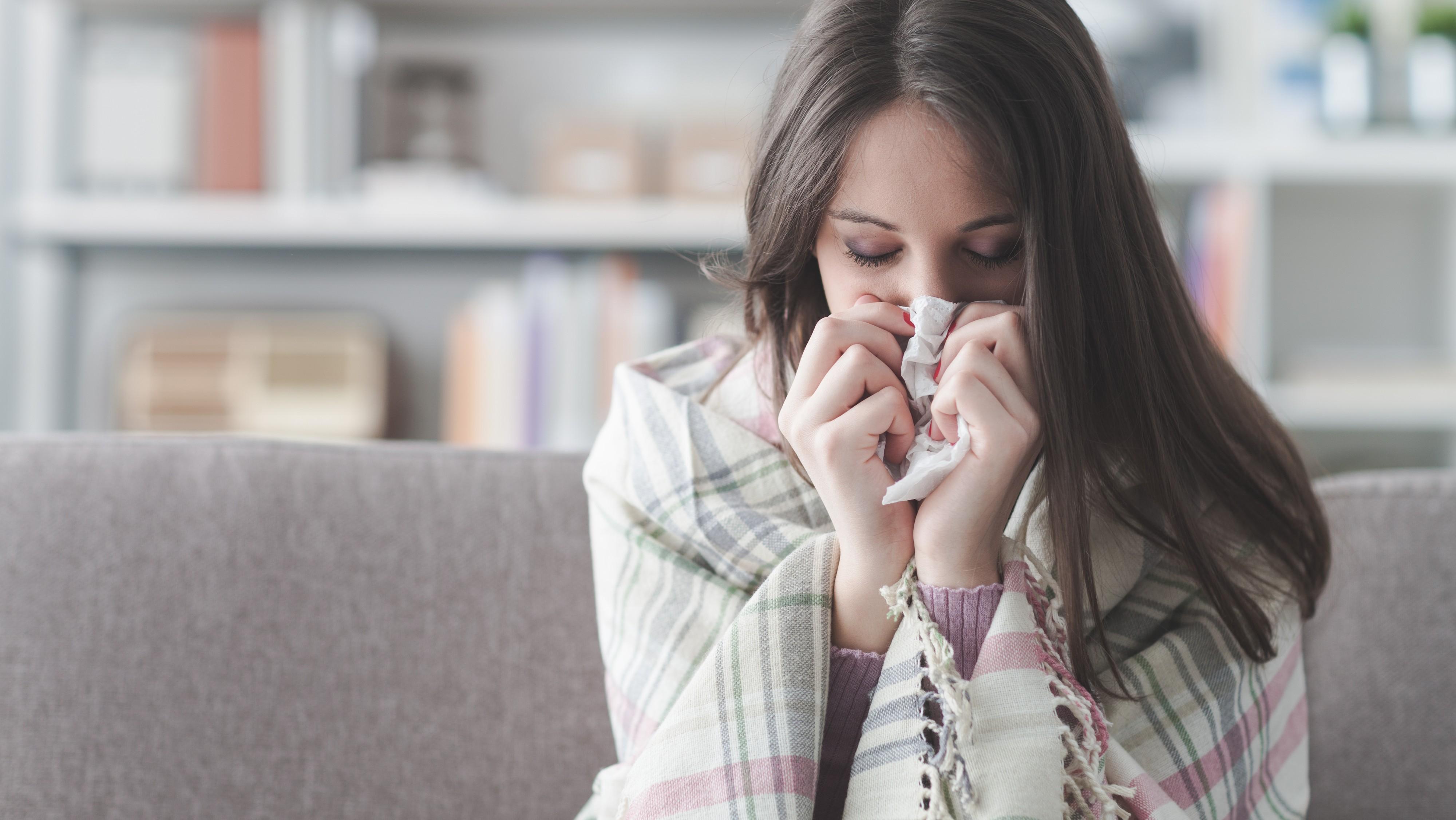 Husten, Fieber, Halsweh: Wann du lieber zuhause bleiben solltest