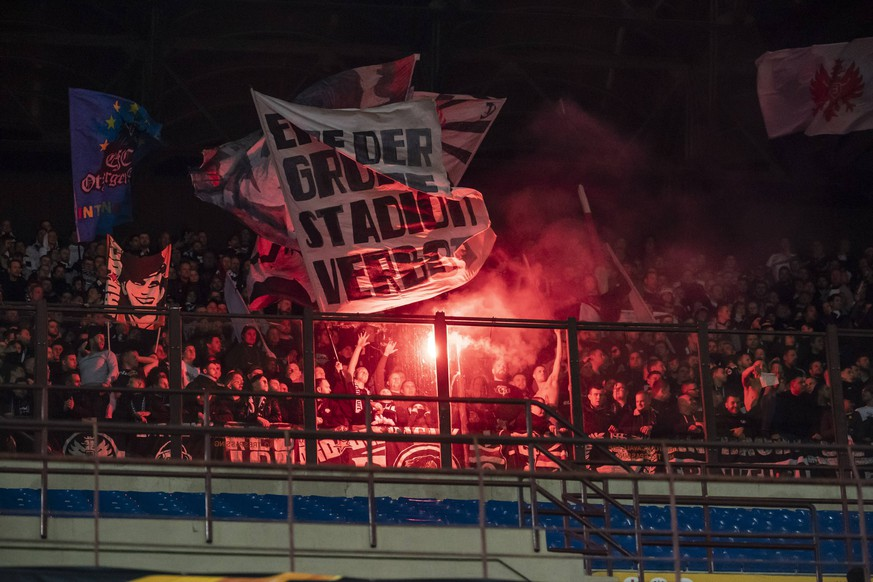 14.03.2019, xkvx, Fussball Europa League 1/8 Finale, Inter Mailand - Eintracht Frankfurt emspor, v.l. Eintracht Frankfurt Fans / Pyro / Pyrotechnik / Feuer (DFL/DFB REGULATIONS PROHIBIT ANY USE OF PHOTOGRAPHS as IMAGE SEQUENCES and/or QUASI-VIDEO) Mailand *** 14 03 2019 xkvx Football Europa League 1 8 Final Inter Milan Eintracht Frankfurt emspor v l Eintracht Frankfurt Fans Pyro Pyrotechnics Fire DFL DFB REGULATIONS PROHIBIT ANY USE OF PHOTOGRAPHS as IMAGE SEQUENCES and or QUASI VIDEO Milan