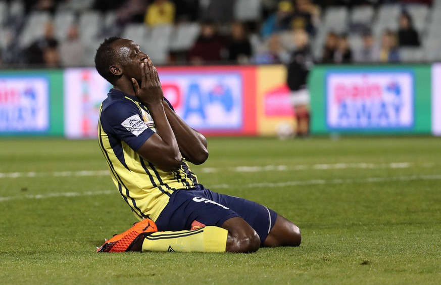 (181012) -- CAMPBELLTOWN, Oct. 12, 2018 -- Jamaican Olympic gold medalist Usain Bolt of Central Coast Mariners celebrates after scoring during a charity football game between Central Coast Mariners and Macarthur South West United in Campbelltown, Australia, Oct. 12, 2018. Usain Bolt scored his first goals in professional football games on Friday. ) (SP)AUSTRALIA-CAMPBELLTOWN-SOCCER-CHARITY GAME-BOLT BaixXuefei PUBLICATIONxNOTxINxCHN