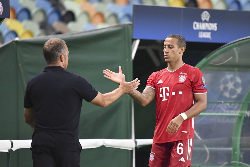 Fussball Champions League/ Halbfinale/ Olympique Lyon - Bayern Muenchen Trainer Hans-Dieter Hansi FLICK M klatscht THIAGO r. M ab Fussball Champions League, Halbfinale, Olympique Lyon - FC Bayern Muenchen M, am 19.08.2020 im Estadio Jose Alvalade in Lissabon/ Portugal. FOTO: Frank Hoermann/ SVEN SIMON/ Pool NO use of any use photographs as image sequences and/or quasi-video Editorial Use ONLY National and International News Agencies OUT Lissabon Estadio Jos Alvalade Portugal *** Football Champions League Semifinal Olympique Lyon Bayern Muenchen Coach Hans Dieter Hansi FLICK M claps THIAGO r M Football Champions League, Semifinal, Olympique Lyon FC Bayern Muenchen M , on 19 08 2020 at Estadio Jose Alvalade in Lisbon Portugal PHOTO Frank Hoermann SVEN SIMON Pool NO use of any use photographs as image sequences and or quasi video Editorial Use ONLY National and International News Agencies OUT Lisbon Estadio Jos Alvalade Portugal Poolfoto SVEN SIMON/ Frank Hoermann/ Pool ,EDITORIAL USE ONLY