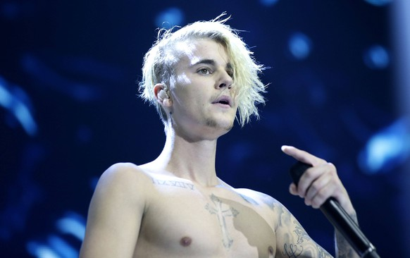 Embargoed to 0001 Monday May 22 File photo dated 06/12/15 of Justin Bieber, as groundbreaking British producer and DJ Naughty Boy will support Justin Bieber in the Canadian pop star s only London date of 2017. Naughty Boy to support Justin Bieber FILE PHOTO PUBLICATIONxINxGERxSUIxAUTxONLY Copyright: xYuixMokx 31389682  embargoed to 0001 Monday May 22 File Photo dated 06 12 15 of Justin Bieber As Groundbreaking British Producer and DJ Naughty Boy will Support Justin Bieber in The Canadian Pop Star S Only London Date of 2017 Naughty Boy to Support Justin Bieber File Photo PUBLICATIONxINxGERxSUIxAUTxONLY Copyright xYuixMokx 31389682