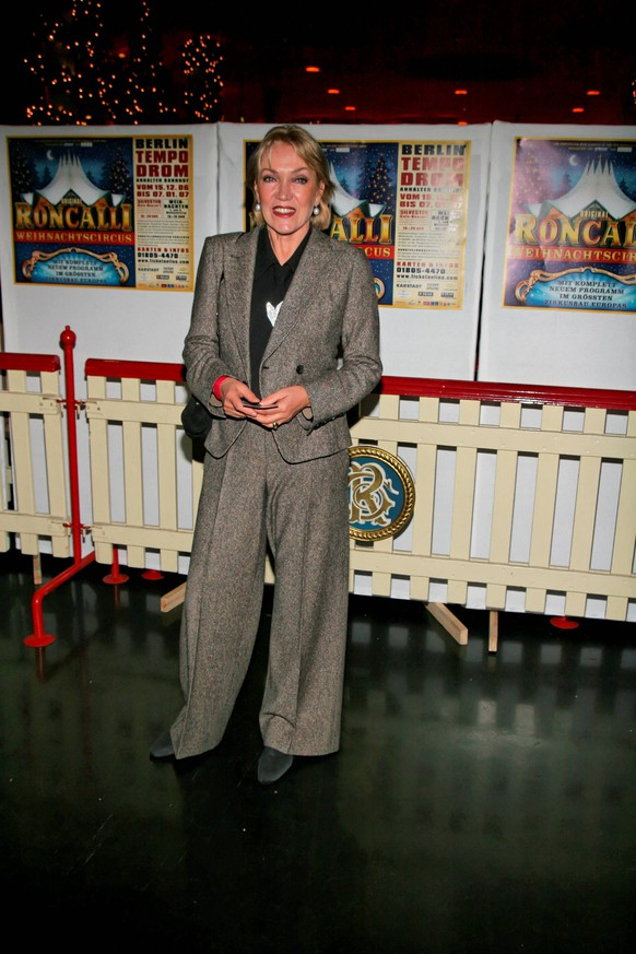 Liesa Riecken (Schauspielerin), bei der Premiere von Roncalli Weihnachtscircus am 16.12.2006 im Berliner Tempodrom. Roncalli WeihnachtscircusLIZA Riecken Actress at the Premiere from Roncalli Christmas Circus at 16 12 2006 in Berlin Tempodrom Roncalli Christmas Circus