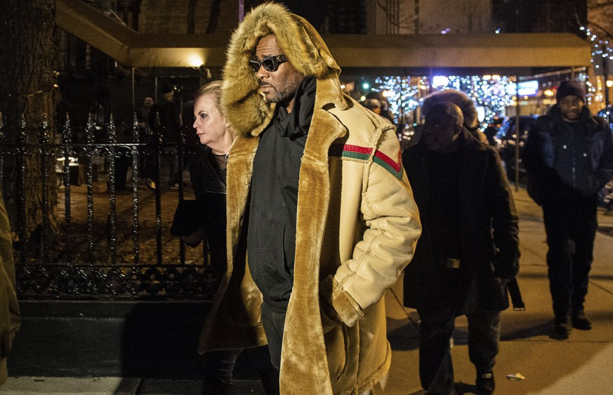 R. Kelly walks to his vehicle after exiting a cigar lounge in Chicago on Monday, Feb. 25, 2019.  A suburban Chicago woman posted the $100,000 bail for R. Kelly to be freed from jail while he awaits trial on sexual abuse charges.  (Tyler LaRiviere/Chicago Sun-Times via AP)