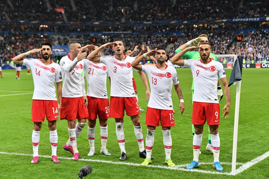 FRANCE TURKEY / EURO 2020 Team Turkey celebrates equalization during the France-Turkey match, on October 14, 2019, at the Stade de France for the qualifications of Euro 2020. PUBLICATIONxINxGERxSUIxAUTxONLY JulienxMattiax/xLexPictorium LePictorium0216575 PUBLICATIONxINxGERxSUIxAUTxONLY imagoximages/LexPictorium imago images 94117362